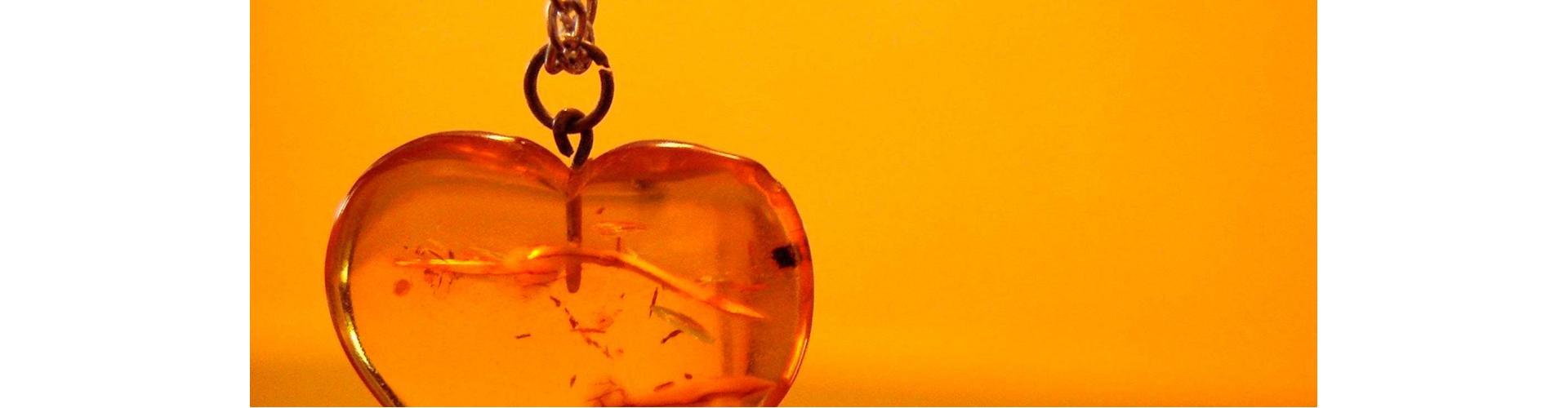 Предлагаем продать янтарь дорого. Скупка янтаря. Оценка янтаря в Москве